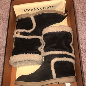 Louis Vuitton Snowy flat half boots